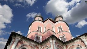 Monastério de Donskoy Igrejas medievais do russo no território vídeos de arquivo