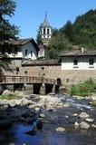 Monastério de Dryanovo e rio de Andaka imagens de stock royalty free