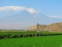 Monastério de Khor Virap com o Ararat no fundo fotos de stock