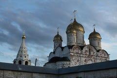 Monastério de Luzhetsky em Mozhaysk perto de Moscou, Rússia imagens de stock