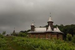 Monastério de madeira Romênia fotos de stock