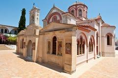 Monastério de Panagia Kalyviani ao lado das vilas dos atoleiros e do Kalyvia na ilha da Creta, Grécia Fotos de Stock Royalty Free
