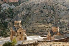 Monastério de pedra Noravank em Armênia no fundo das montanhas de Cáucaso Christian Apostolic Church do tufo, vista superior foto de stock