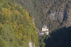 Monastério de San Romedio em Val di Non imagem de stock royalty free