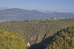 Monastério de San Romedio em Val di Non fotos de stock royalty free