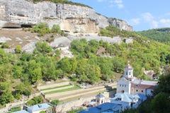 Monastério de Uspenskiy em Crimeia perto de Bakhchisarai imagens de stock royalty free