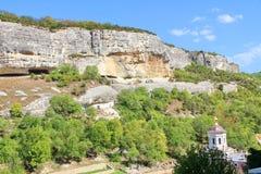 Monastério de Uspenskiy em Crimeia perto de Bakhchisarai imagens de stock