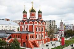 Monastério de Znamensky em câmaras de Romanov em Moscou fotos de stock royalty free