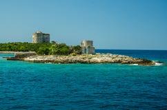 Monastério e igreja na ilha na baía de Boka Kotor, Montenegro imagens de stock