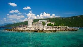 Monastério e igreja na ilha na baía de Boka Kotor, Montenegro fotografia de stock royalty free