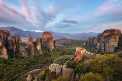 Monastério em Meteora, Grécia do norte na primavera de 2018 imagens de stock