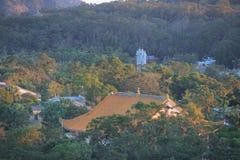 monastério enorme Po Lin Monastery na HK imagens de stock royalty free