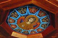 Monastério grego na parte superior das rochas de St Meteora na parte central de Grécia 06 18 2014 A arte da religião grega Imagens de Stock