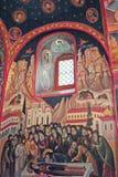 Monastério grego na parte superior das rochas de St Meteora na parte central de Grécia 06 18 2014 A arte da religião grega Fotos de Stock