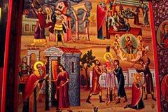 Monastério grego na parte superior das rochas de St Meteora na parte central de Grécia 06 18 2014 A arte da religião grega Imagem de Stock