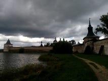 Monastério, lago, céu, por do sol Imagens de Stock