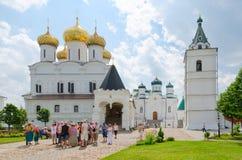 Monastério masculino de Ipatyevsky da trindade santamente, Kostroma, anel dourado de Imagens de Stock Royalty Free