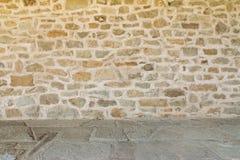 Monastério medieval Itália da parede e do assoalho fotos de stock