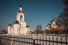 Monastério na região de Yaroslavl, Rússia do esmagamento de Avraamiev Foto de Stock
