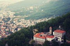 Monastério nas montanhas fotografia de stock royalty free