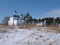 Monastério no campo do inverno Fotografia de Stock