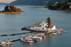 Monastério no por do sol, Corfu de Vlacherna, Greece Imagens de Stock Royalty Free