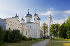 Monastério ortodoxo de Yuriev do russo em Veliky Novgorod Foto de Stock Royalty Free