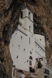 Monastério ortodoxo Ostrog em Montenegro fotos de stock royalty free