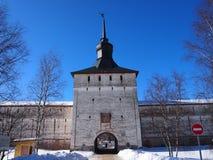 Monastério velho antigo de Kirillo-Belozersky do russo imagem de stock