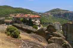 Monastérios de Meteora nas rochas Greece Fotografia de Stock Royalty Free