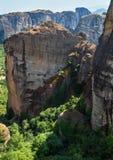 Monastérios rochosos de Meteora do verão, Grécia imagens de stock