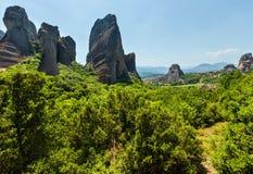 Monastérios rochosos de Meteora do verão, Grécia fotografia de stock royalty free