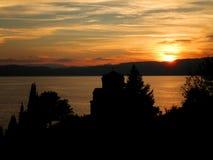 Monaster jeziora zmierzch Obrazy Royalty Free