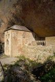 Monaster San Juan De Los angeles Pena, Jaca, w Jaca, Huesca, Hiszpania, rzeźbiący od kamienia pod wielką falezą Ja był oryginalni Obrazy Stock