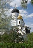 Monasterio antiguo en primavera Imagenes de archivo