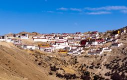 Monasterio budista de Ganden cerca de Lasa, Tíbet Imagen de archivo libre de regalías
