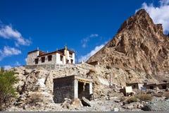 Monasterio budista en el viaje de Markha, valle de Markha, Ladakh, la India fotografía de archivo