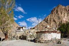 Monasterio budista en el viaje de Markha, valle de Markha, Ladakh, la India fotos de archivo