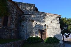 Monasterio cerca del lago Iseo fotos de archivo