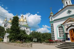 Monasterio cruzado santo en la ciudad de Poltava, Ucrania foto de archivo