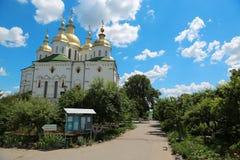 Monasterio cruzado santo en la ciudad de Poltava, Ucrania imagen de archivo