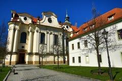 Monasterio de BÅ™evnov (alemán: Stift Breunau) es un archabbey benedictino en el distrito de BÅ™evnov de Praga, Fotografía de archivo