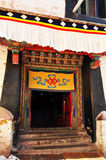 Monasterio de Drepung de la puerta del edificio Imagen de archivo libre de regalías