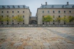 Monasterio de Escorial en una tormenta imagen de archivo libre de regalías
