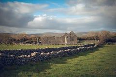 Monasterio de Kilmacduagh, Irlanda Imagen de archivo
