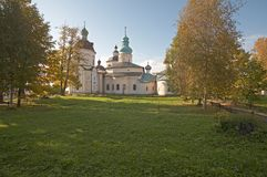 Monasterio de Kirillo-Belozerskij. Imagenes de archivo