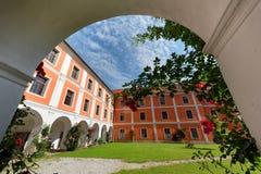 Monasterio de la jesuita en Judenburg, Austria fotos de archivo