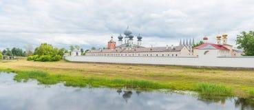 Monasterio de la suposición de Tikhvin fotografía de archivo