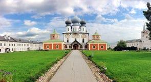 Monasterio de la suposición de Tikhvin foto de archivo