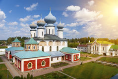 Monasterio de la suposición de Tikhvin, un ortodoxo ruso, Tihvin, región de St Petersburg, Rusia Fotografía de archivo
